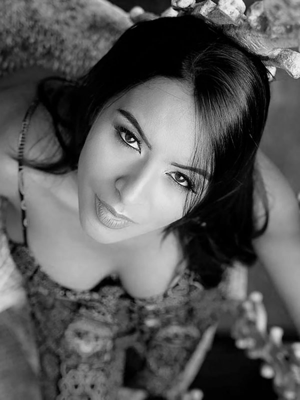 Claudia - International Over Photomodel - Over Model Management - Italy Photomodel Agency - Italian Gray Models - Over 40 Photomodel Agency