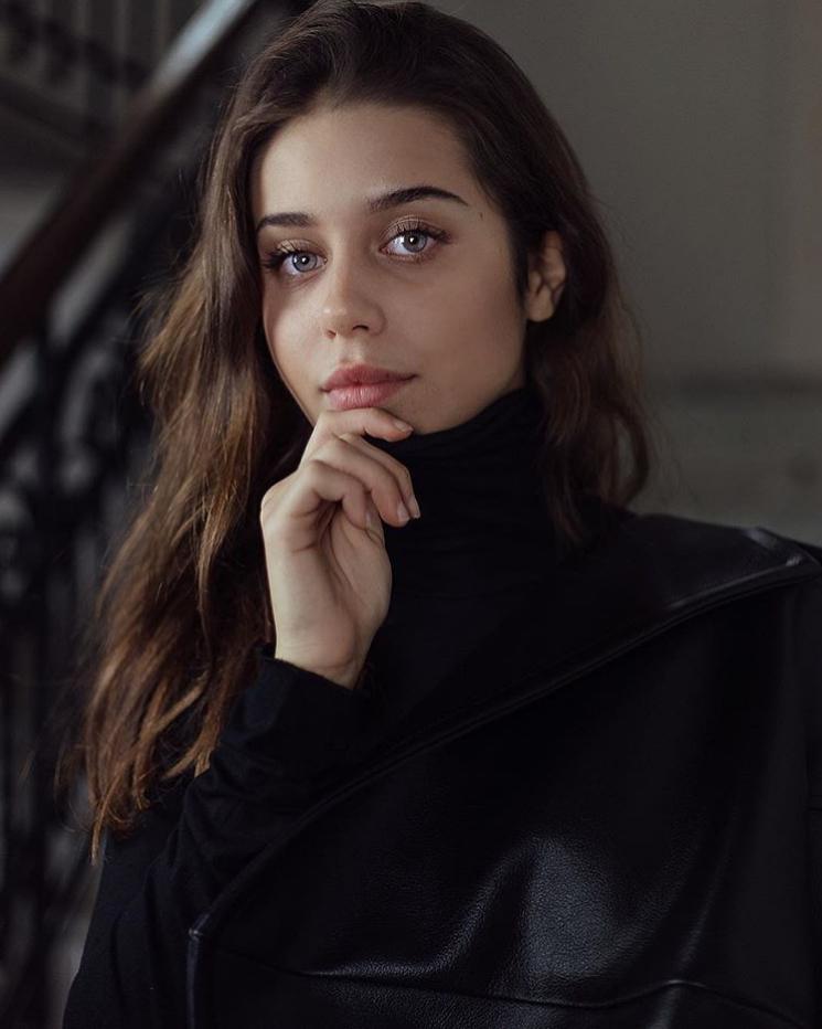 Viola P - Fotomodella - Creative Models - Agenzia Modelle Brescia