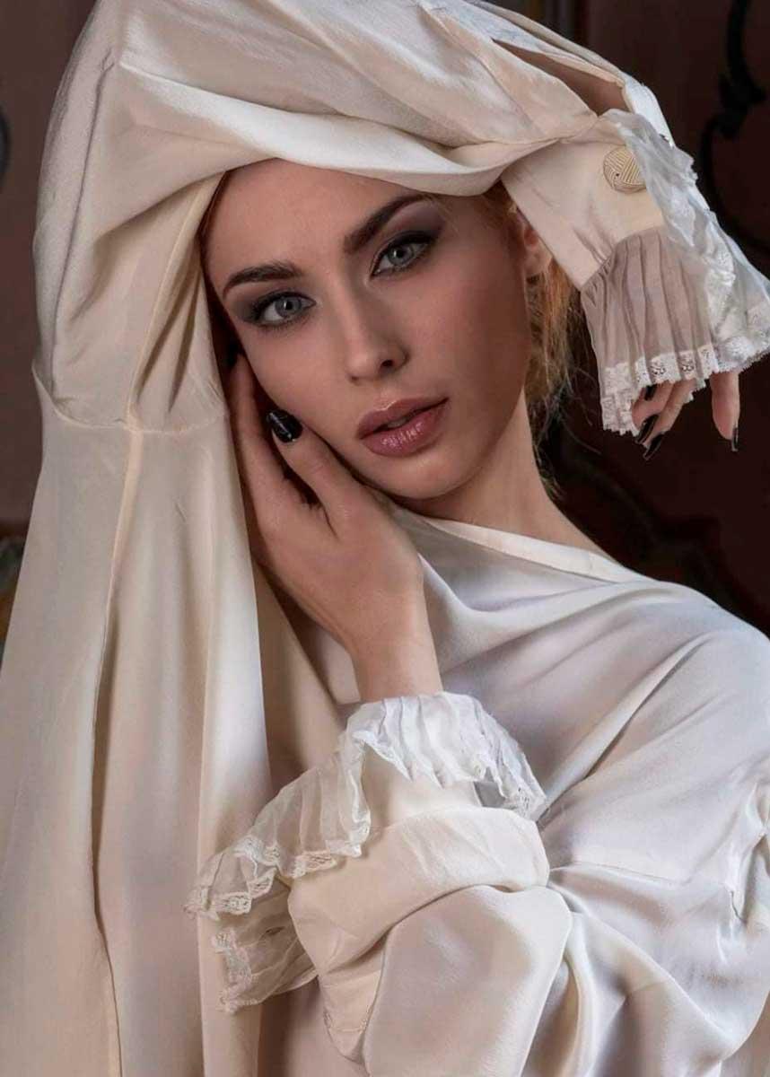 Lorenza-International-Petite-Italian-Photomodel-Agency-paris