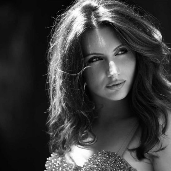 Veronica-L-International-Photomodel-Agency-Cosmopolitan-Vogue-Grazia-Glamour-Elle-Armani-Parigi-Fashion-Week