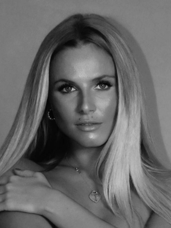 Anna-S-International-Photomodel-Agency-Cosmopolitan-Vogue-Marie-Claire-Armani-Grazia-Prada-Glamour-Gucci-Elle-Bazaar-Immagine-Evidenza-London